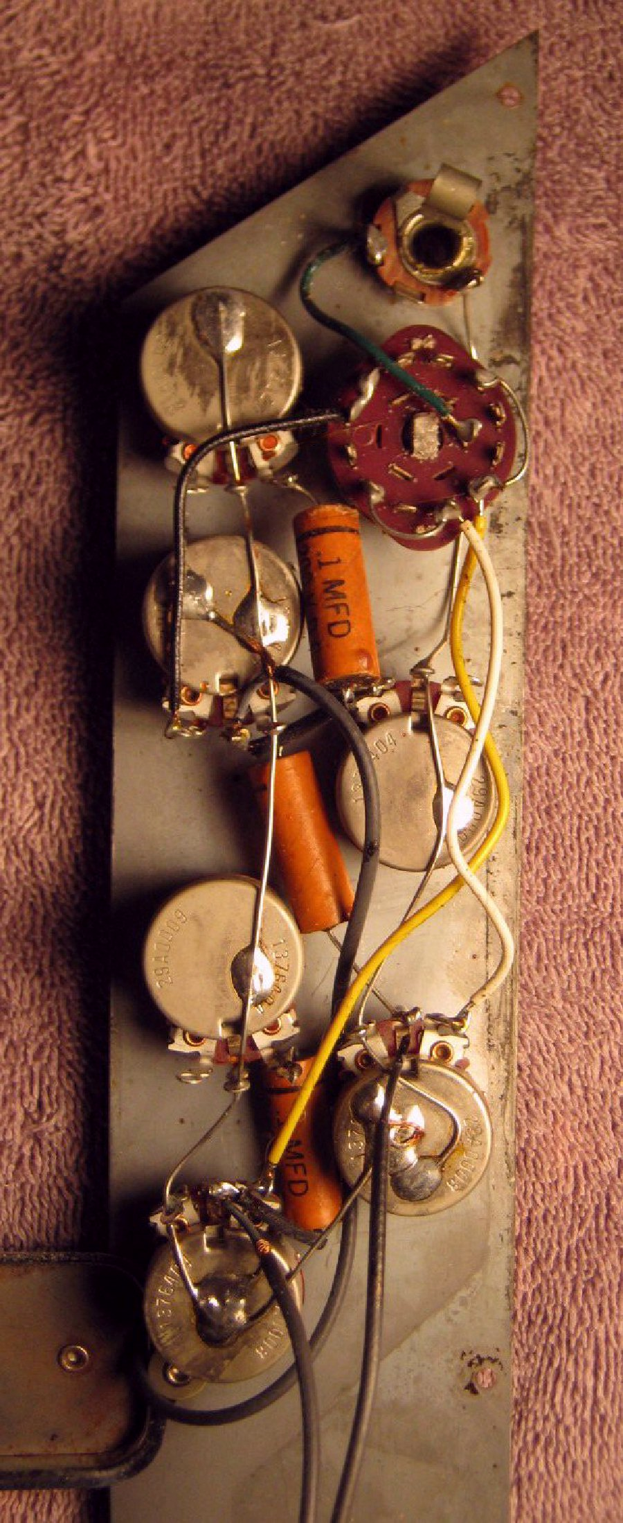 Kayvalueleader1p3 Kay Guitar Wiring Diagram Interpolating All The Above I Am Guessing That Cts Pots Model 29a0008 In This Is 250k Which Makes Reasonable Modern Electronics Sense
